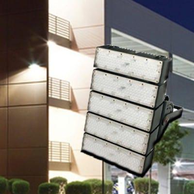 การออกแบบและจัดทิศทางแสงไฟสปอร์ตไลท์ LED ให้เหมาะสมกับการใช้งาน